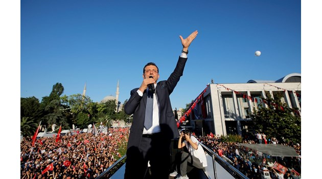 Новият кмет на Истанбул обеща град без клаксони и премахване на разхищенията