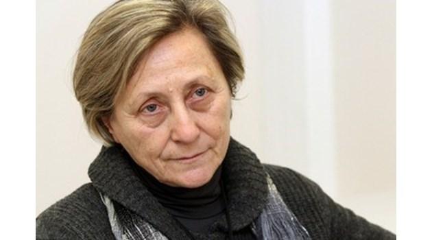 Скандал: Нешка Робева пое ансамбъла на Германия. Илияна Раева изригна: Треньор на чужд отбор засне съчетанията ни