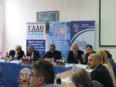 Георги Лозанов, Радко Влайков, шефът на БТА Максим Минчев и Едвин Сугарев (от ляво на дясно) по време на дискусията в Босилеград  СНИМКА: АВТОРКАТА