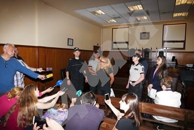 """Кметицата на район """"Младост"""" обясни в съда, че дори има час за хоспитализация в началото на август. Снимка ПИЕР ПЕТРОВ СНИМКА: 24 часа"""