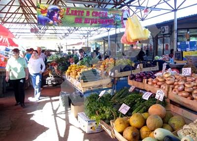 По схемата може да се доставят пресни плодове и зеленчуци като ябълки, круши, праскови, сливи, грозде, банани, мандарини, портокали, домати, краставици, моркови. СНИМКА: 24 часа
