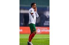 Капитанът Ивелин Попов излезе за последен път с националната фланелка при победата на България над Чехия с 1:0. СНИМКА: ВЛАДИМИР СТОЯНОВ