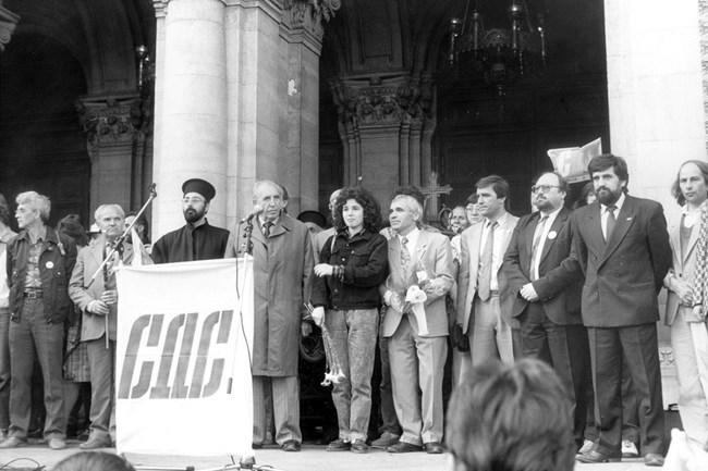 Лицата на СДС преди 30 г. пред своите симпатизанти на площада