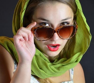 Очите са 10 пъти по-чувствителни към ултравиолетовите лъчи от кожата.