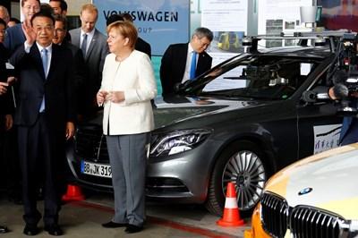 Ли Къцян и Ангела Меркел  СНИМКИ: Ройтерс