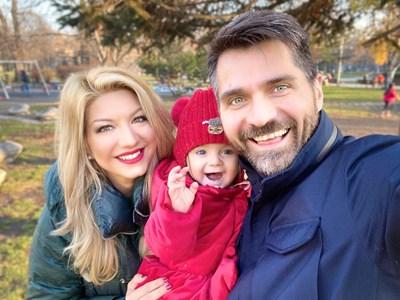 Малката Аннмари прилича на татко си, а от майка си е взела трапчинките.  СНИМКИ: Г-ЖА ЧЕРЕША, АНДРЕЙ ВАСИЛЕВ И ЛИЧЕН АРХИВ