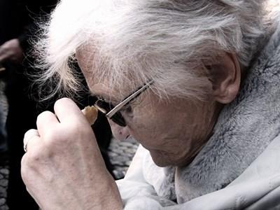 Защо жените по-често са засегнати от болестта на Алцхаймер?