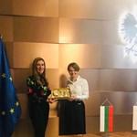 Николина Ангелкова и Ядвига Емилевич СНИМКА: Министерството на туризма