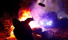 Украинци замерят с камъни и не щат евакуирани от Ухан (обзор)