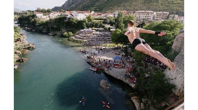 454-то състезание по гмуркане в град Мостар, Босна и Херцеговина