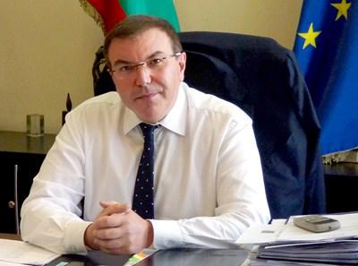 Здравният министър проф. Костадин Ангелов