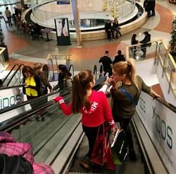 """Затварянето на моловете точно преди коледните празници е в състояние да докара много търговци до фалит, твърдят от бранша.  СНИМКА: """"24 ЧАСА"""""""