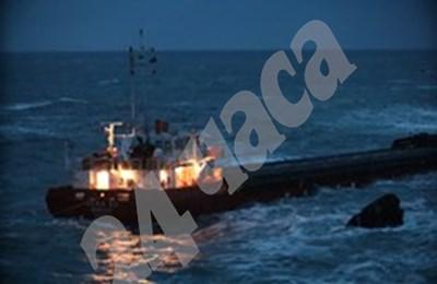 Корабът всеки момент може да потъне на метри от Камен бряг. СНИМКА: 24 часа