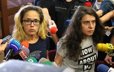 Десислава Иванчева и заместничката и? Биляна Петрова в съдебната зала  СНИМКА: БЛАГОЙ КИРИЛОВ
