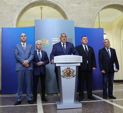 Бойко Борисов гаси пожар в коалицията и през юли. Тогава тримата патриоти и ГЕРБ си обещаха управлението да продължи без сътресения.  СНИМКА: ЙОРДАН СИМЕОНОВ