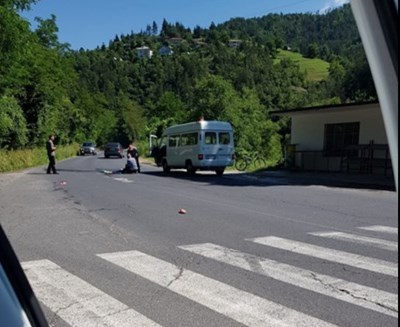"""Жертвата Наталия Костадинова е пресичала пътното платно до разклона за родното й село, когато върху нея връхлетял микробус """"Мерцедес"""", управляван от 68-годишен шофьор през м. юли 2018 г."""