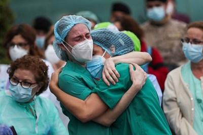през последната седмица от коронавирус в Испания са починали 761 души. СНИМКА: Ройтерс