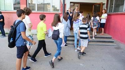От днес учениците подават заявления за участие в третото класиране. СНИМКА: Йордан Симeонов