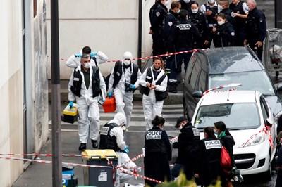 """Мъж нападна с хладно оръжие минувачи на булевард """"Ришар – Льоноар"""", недалеч от предишната редакция на сатиричния вестник """"Шарли Ебдо"""". Снимка Ройтерс"""