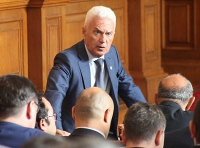 Волен Сидеров поиска оставката и на вицепремиера Каракачанов.