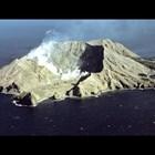 Един е загинал от вулкана в Нова Зеландия, други се издирват