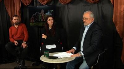 Драматургът Юрий Дачев, режисьорката Диана Добрева и директорът Мариус Донкин участваха в онлайн пресконференция в новото студио на Народния театър.