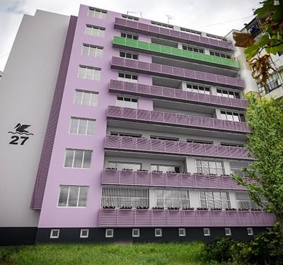 Саниран блок в Бургас. Постигането на съгласие между всички собственици в такива многофамилни жилищни сгради е най-трудното нещо във всяка процедура по обновяване.