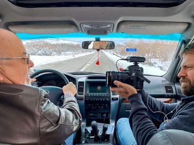 Операторът снима Димитър Георов по време на път. СНИМКА: Личен архив