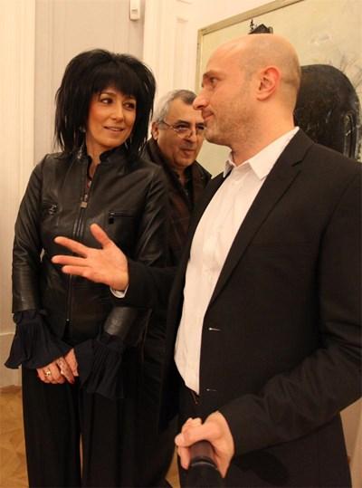 Дизайнерката Нури Димитрова с журналиста Георги Тошев, който направи перзентазия на новия й бранд  СНИМКА: Румяна Тонeва