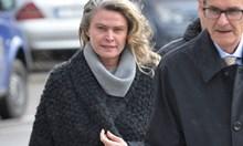 Жената на Божков под конвой в съда, не я пуснаха от ареста