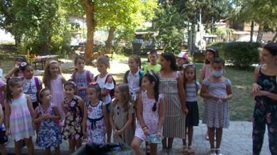 децата на Елена твориха и се забавляваха заедно в традиционното Лятно училище