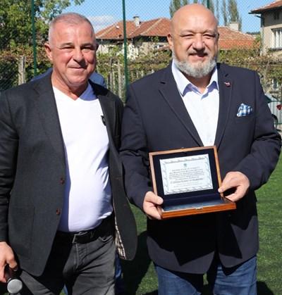 Министър Кралев откри новото футболно игрище в с. Черниче