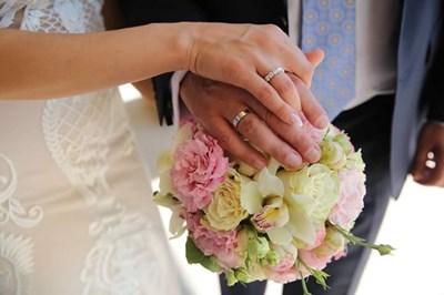 Снимка от гражданския брак, който сключиха вчера Емилия и Жорж Башур