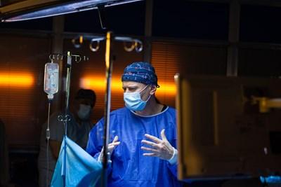 """Милошев играе професор, който асистира в последната операция в """"Откраднат живот""""."""