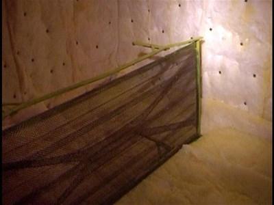 Ангел Бончев и Михаил Краус вече разпознаха стаята, в която са държани в плен от групата на Йожи. СНИМКИ: ПАРСЕХ ШУБАРАЛЯН И МВР