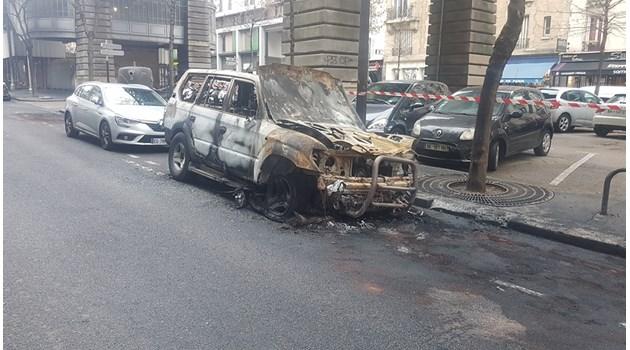 """Как пред очите ми """"жилетките"""" взривиха 5-6 коли. Чуха се експлозии и помислих, че са празнични фойерверки, но после видях пламъците"""