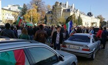"""Полицията: """"Голфът"""", който направи дрифт до протестиращите пред парламента е управляван от криминалнопроявен"""