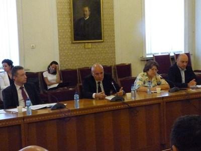 Управителят на БНБ Димитър Радев и правосъдният министър Янаки Стоилов говориха пред комисията  СНИМКА: Румана Тонева