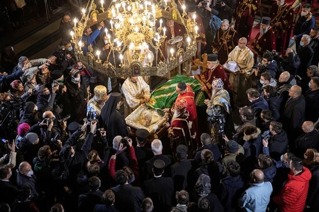 Ковчегът на тялото на Ириней е пресено днес с белградския храм