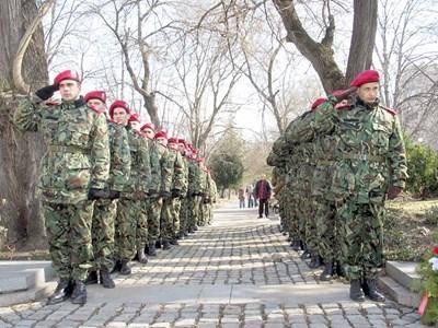 5600 са незаетите места в армията