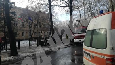 """При инцидента в ПГ """"Васил Левски"""" едно дете пострада, а две преподавателки бяха обгазени  СНИМКА: Ненко Станев"""
