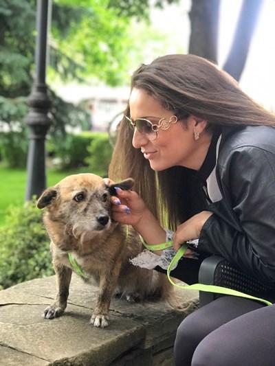 Владислава и кучето Мими са неразделни. СНИМКИ: ЛИЧЕН АРХИВ