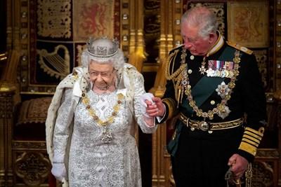 Британската кралица бе придружавана от принц Чарлз при последната си реч пред британския парламент, когато трябваше да очертае приоритетите на правителството на Борис Джонсън. СНИМКА: РОЙТЕРС