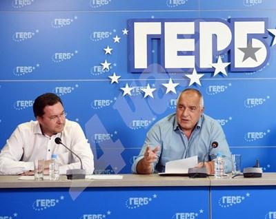 Няма да съм аз, не знам откъде тръгна, отрече Даниел Митов да е кандидатът на ГЕРБ за президент. А Бойко Борисов обяви, че търси обединяваща демократичната общност фигура. СНИМКА: 24 часа