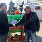 Картофопроизводител получи пръскачка - награда като абонат на в. Български фермер