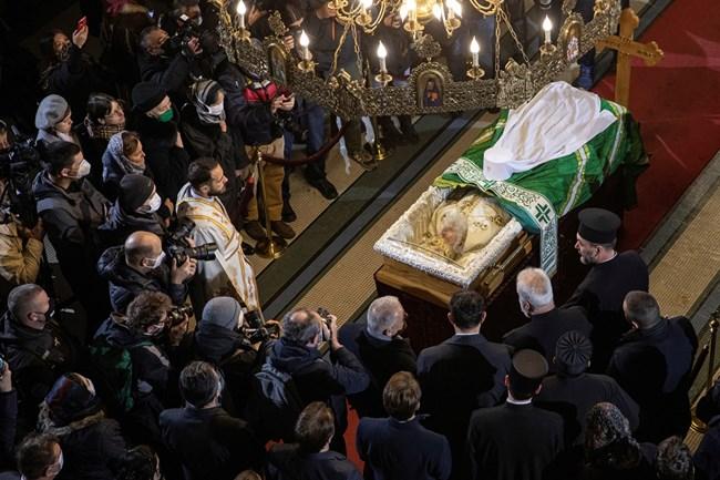 Ковчегът с тялото на сръбския патриарх Ириней е в храма