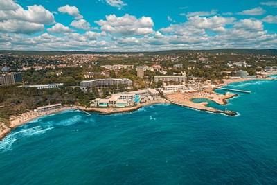 """Курортът """"Св. св. Константин и Елена"""" посреща 21 май с празнична програма и специални намаления за Лято 2021"""