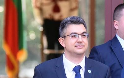 Пламен Николов на влизане в президентството, когато Румен Радев връчи мандата на ИТН.