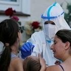 """Медици тестват контактни на работниците в """"Тьонис""""."""