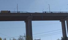 Камион падна от Аспарухов мост във Варна (Снимки)